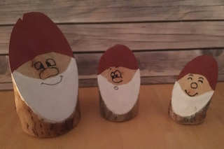 Cut wood Santas - Christmas Crafts