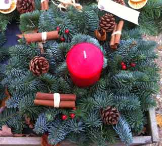 Xmas-wreath-with-candle